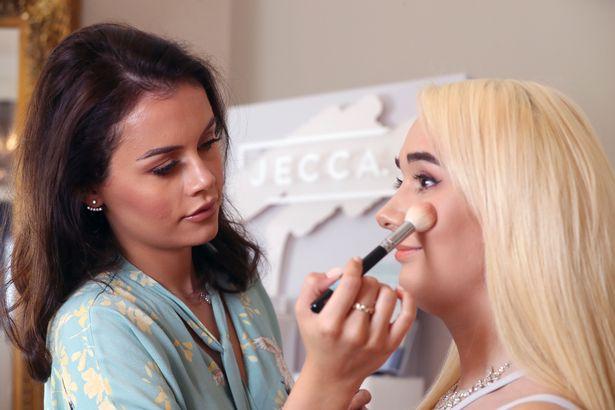 آموزش کلیه رشته آرایشگری زنانه در تهران